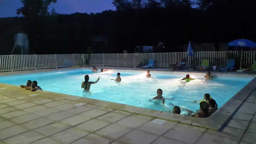 Camping avec piscine lot saint chamarand for Camping rocamadour piscine