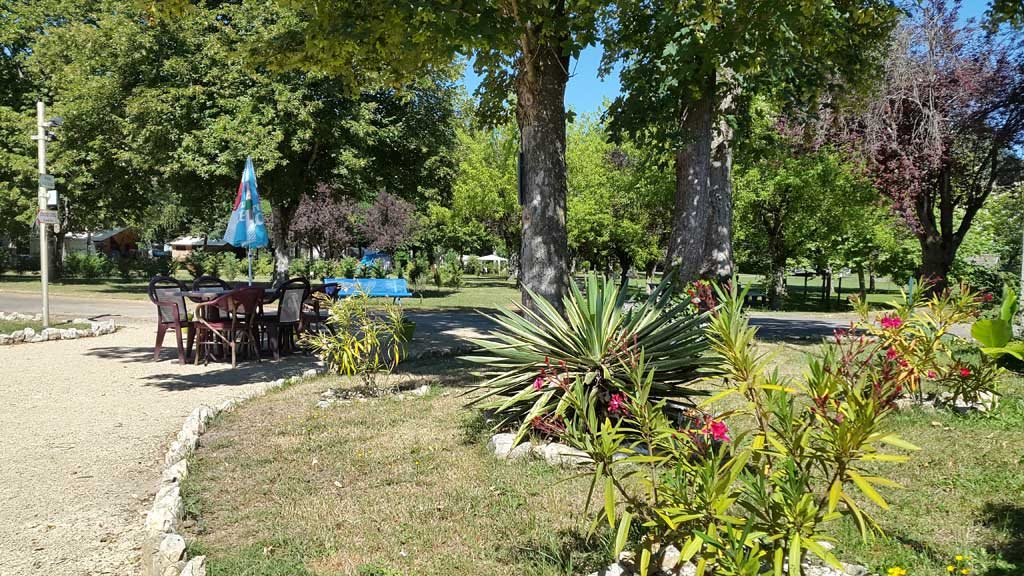 Camping avec piscine lot saint chamarand for Camping st cast le guildo avec piscine